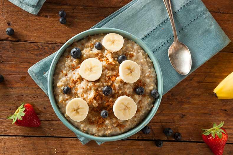 Porridge mit Ingwer und Erdbeeren
