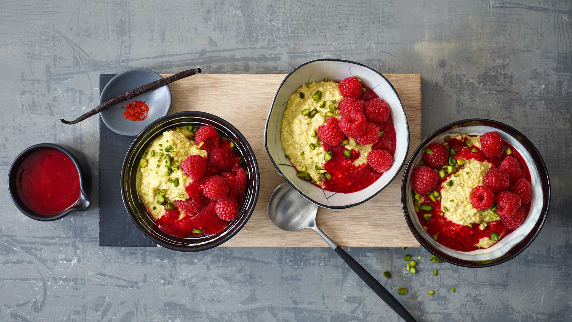 Quinoa Porridge mit Himbeeren