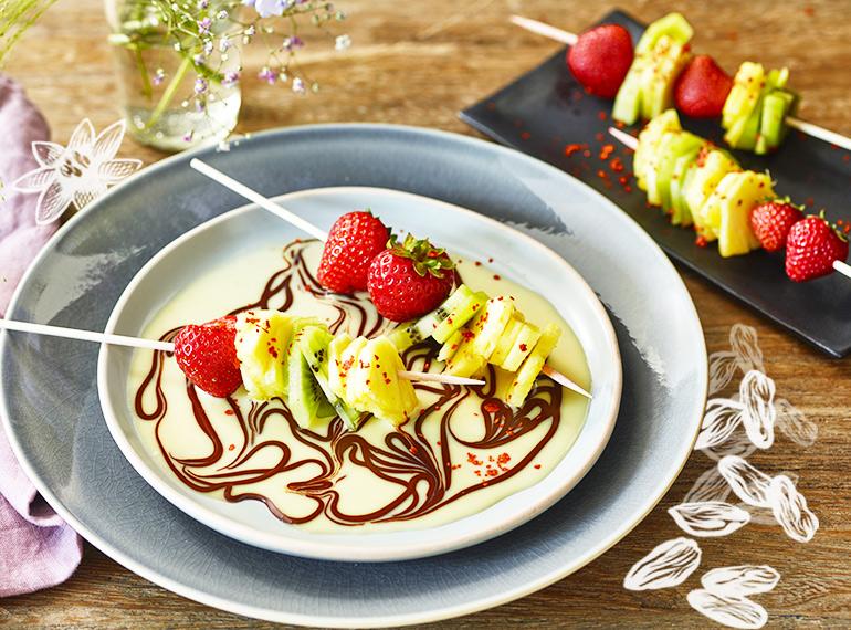 Fruchtspieße mit Schokoladensauce